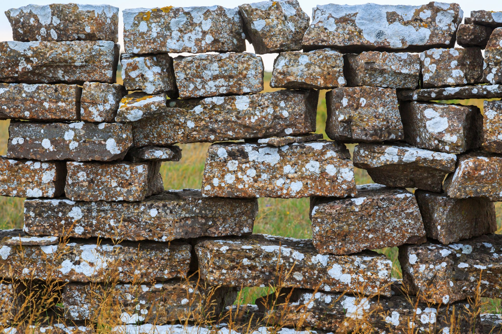 Stone-Wall-with-Gaps